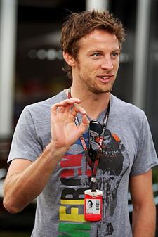 Jenson llegando al circuito