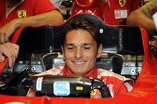 Fisico al volante de la Ferrari