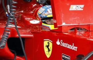 Fernando Alonso en los Pits en Bélgica