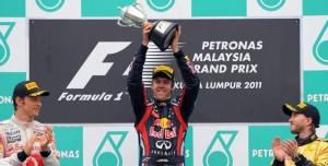 Sebastian Vettel gana en Malasia
