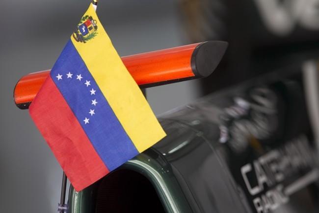 bandera-venezuela-caterham-rodolfo-gonzalez