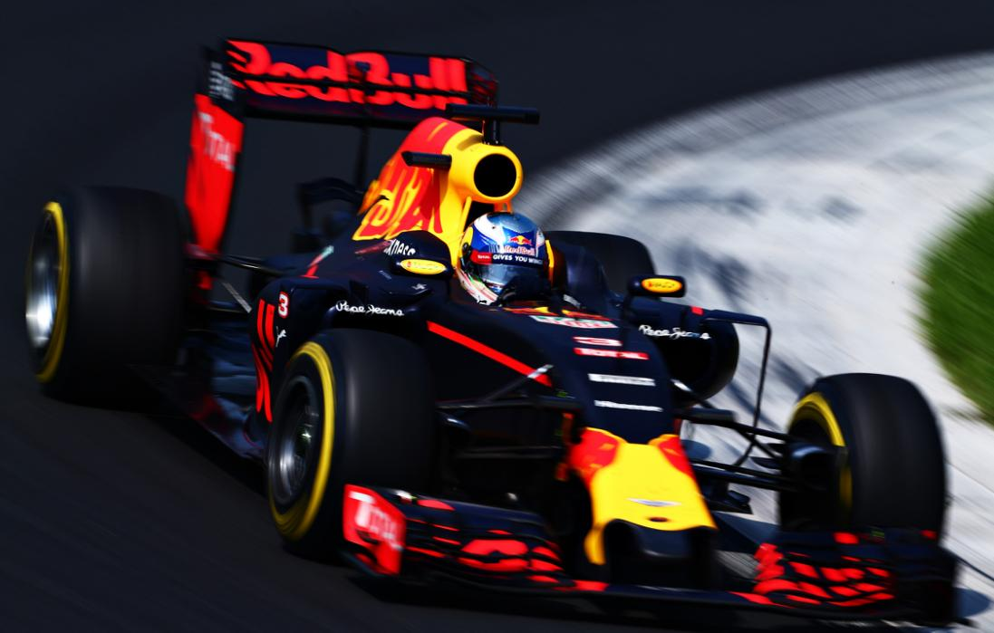 BUDAPEST, HUNGARY - JULY 24:  Daniel Ricciardo of Australia driving the (3) Red Bull Racing Red Bull-TAG Heuer RB12 TAG Heuer on track during the Formula One Grand Prix of Hungary at Hungaroring on July 24, 2016 in Budapest, Hungary.  (Photo by Charles Coates/Getty Images)