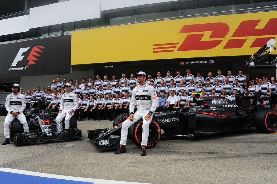 www.sutton-images.com  Fernando Alonso (ESP) McLaren, Stoffel Vandoorne (BEL) McLaren and Jenson Button (GBR) McLaren at a McLaren team photo at Formula One World Championship, Rd17, Japanese Grand Prix, Practice, Suzuka, Japan, Friday 7 October 2016.